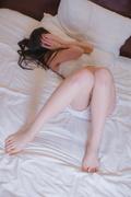 萌动内衣 粉嫩下唇-癮少女图集