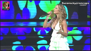 Suzana sensual a cantar