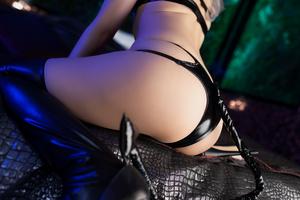 Mayu-Ronne-Cosplay-Sets-Skimpily-Seductive-39.jpg