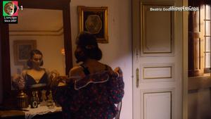 Beatriz Godinho nua no filme O sitio da mulher morta