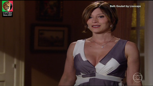 Beth Goulart sensual na novela Três Irmãs