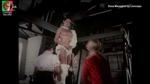Xuxa Meneghel nua no filme Amor estranho amor