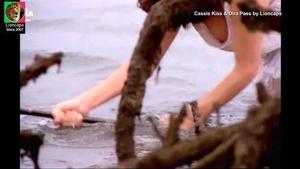 Cassia Kiss e Dira PAes nuas no filme Ele o Boto