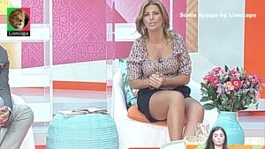 Sónia Araujo sensual em vários momentos na Rtp