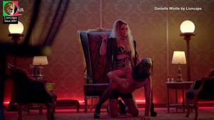 Danielle Winits sensual no filme Ninguém entra ninguém sai
