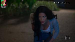 Vitoria Strada sensual na novela Salve-se quem puder