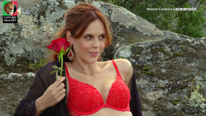 Helena Caldeira sensual na novela Bem me Quer