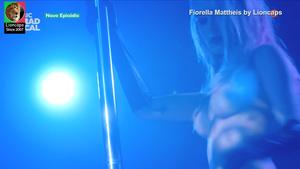 Fiorella Mattheis nua na serie Rua Augusta