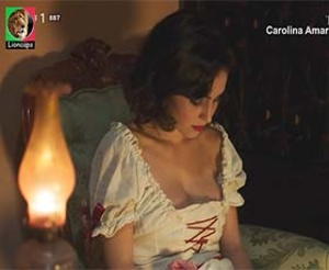 Carolina Amaral sensual na serie Terra Nova