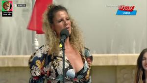 Bombocas sensuais a cantar