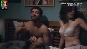 Debora Rebecchi sensual na serie Prata da Casa