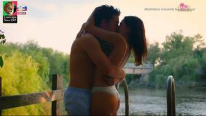 Madalena Almeira sensual na novela Amor Amor