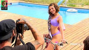Carolina Carvalho sensual em ensaio fotográfico no Famashow