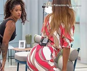 Carolina Patrocinio super sensual no programa Whats up