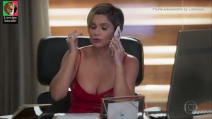 Flavia Alessandra sensual na novela Salve-se quem puder