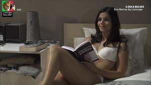 Eva Barros sensual em lingerie na novela A única Mulher