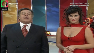 Mané Ribeiro sensual no programa Gente Gira