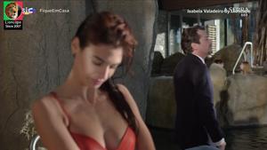 Isabela Valadeiro sensual em vários trabalhos