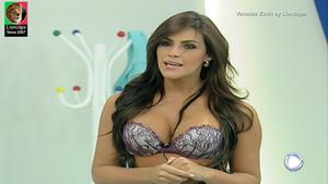 Vanessa Zotth sensual na Escolinha do Gugu