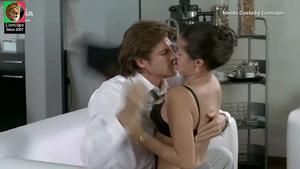 Nanda Costa sensual no filme Sexo com amor
