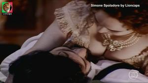Simone Spoladore nua na serie Os Maias
