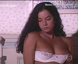 Monica Carvalho sensual na novela Porto dos Milagres