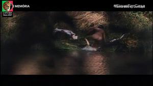 Fatima Belo nua no filme Sombra dos Abutres