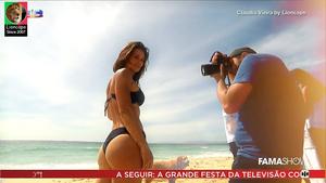 Claudia Vieira sensual numa produção fotográfica no Famashow