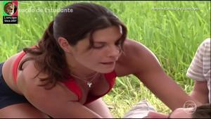 Helena Ranaldi sensual na novela Coração de Estudante