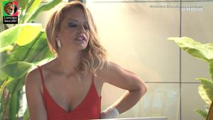 Madalena Brandão sensual em vários momentos