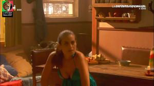 Liliana Santos sensual em vários momentos
