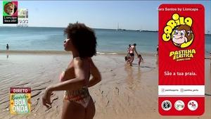 Sara Santos sensual na praia na Cmtv