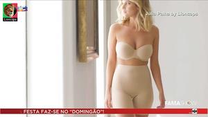 Julia Palha sensual como modelo da Intimissimi