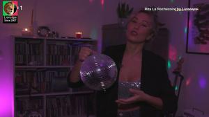 Rita La Rochezoire sensual em vários momentos na Rtp