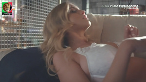 Julia Palha sensual em varios trabalhos