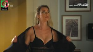 Maya Booth sensual em vários trabalhos