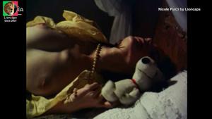 Nicole Puzzi nua no filme Ariella