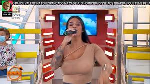 Ana Duarte sensual a cantar